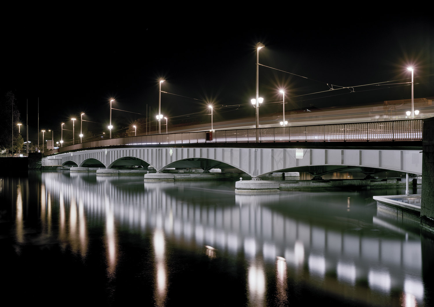 Quaibrücke bridge by night